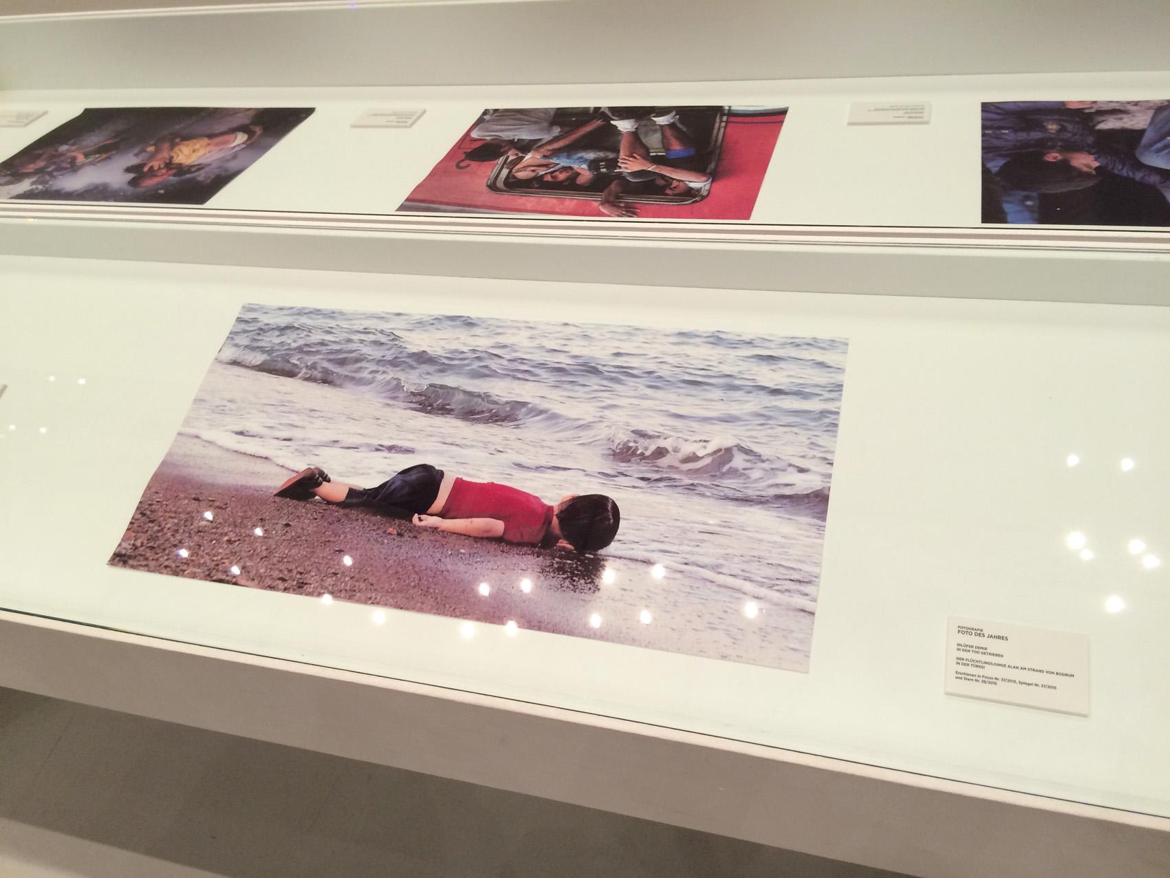 In den Tod getrieben Der Flüchtlingsjunge Alan am Strand von Bodrum in der Türkei Fotografin: Nilüfer Demir